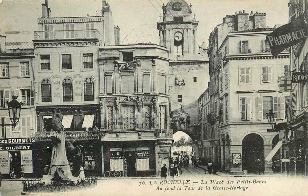 La Place des Petits Bancs